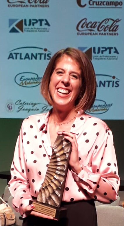 Camino Montañés Mudarra recogiendo el premio Mujer Autónoma y Emprendedora en los IV Premios Coraje.